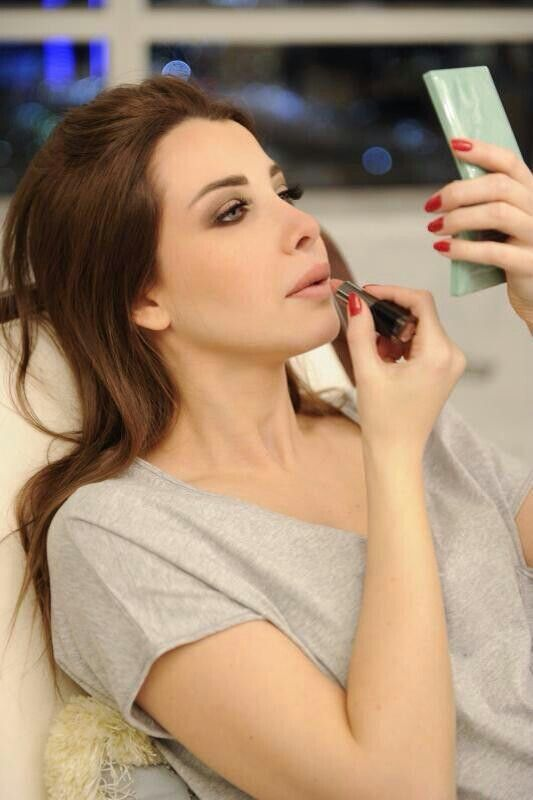 nancy ajram #NATURAL #LOOK   Her makeup artist is a real artiste!