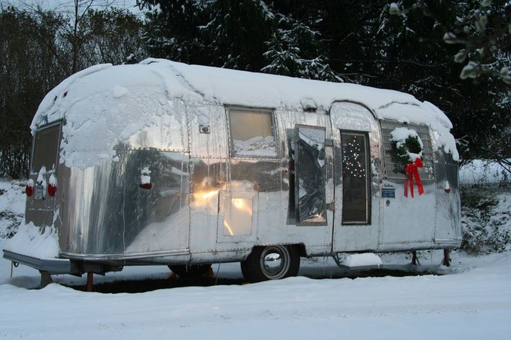 14 best images about snow covered rv 39 s on pinterest for Airstream christmas decoration
