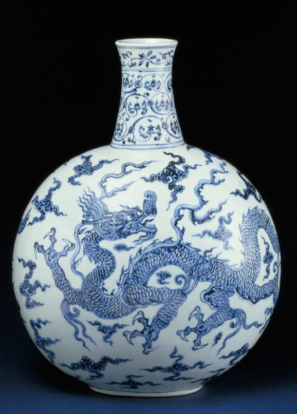 Porcelain flask, China (Ming dynasty), 1403-1424. Museum no. FE.4-1974