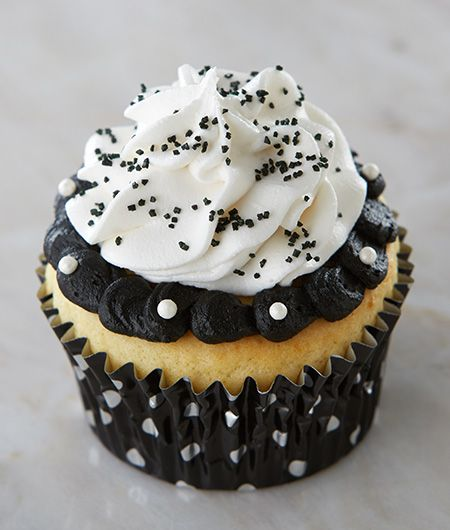 Black and White Ruffled Cupcakes | Cake Mate for Polka Dot or Black and White Themed Party Idea