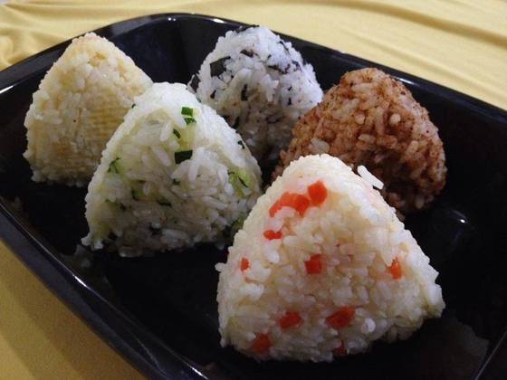 Olahan nasi (Bap) jepang punya onigiri ya, kita punya lontong isi atau arem - arem sayuran, korea juga punya Ini olahannya selain KimBap, BibimBap yaitu JuMeokBap annyongHaseyo! Bekal Makan siang Khalisa Korean Food lagi ah, Besok aku Buat sesuai dengan kebiasaan orang korea yaitu di buat Bulat bentuknya. #Annyeonghaseyo