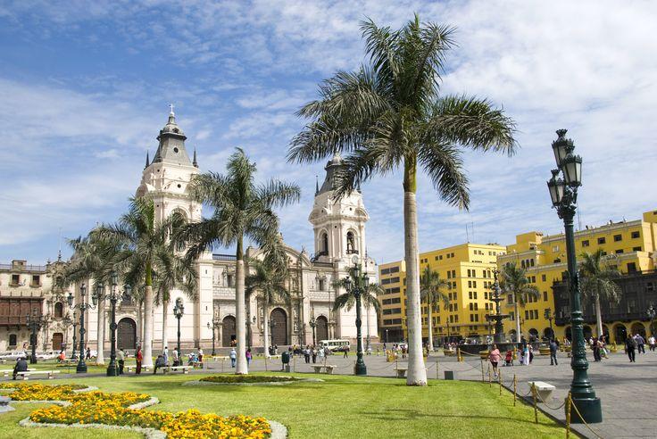 Oplev den smukke by og dens mange bygninger fra kolonitiden.