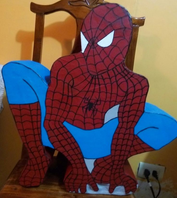 piñata artistica tipo tambor Hombre Araña hecha y pintada a mano