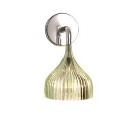 """Kartell É - fås både som væglampe og som lille pendel. Den er rigtig fed når man sætter flere sammen og laver en slags """"uro""""."""