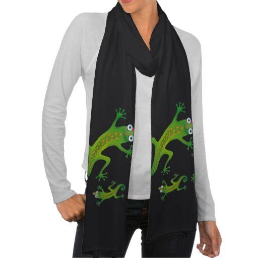 Hermoso lagarto verde, lizard. Producto disponible en tienda Zazzle. Vestuario, moda. Product available in Zazzle store. Fashion wardrobe. Regalos, Gifts. Link to product: http://www.zazzle.com/hermoso_lagarto_verde_lizard_scarf-256833308423445269?CMPN=shareicon&lang=en&social=true&rf=238167879144476949 #scarf #bufanda #lagarto #lizard
