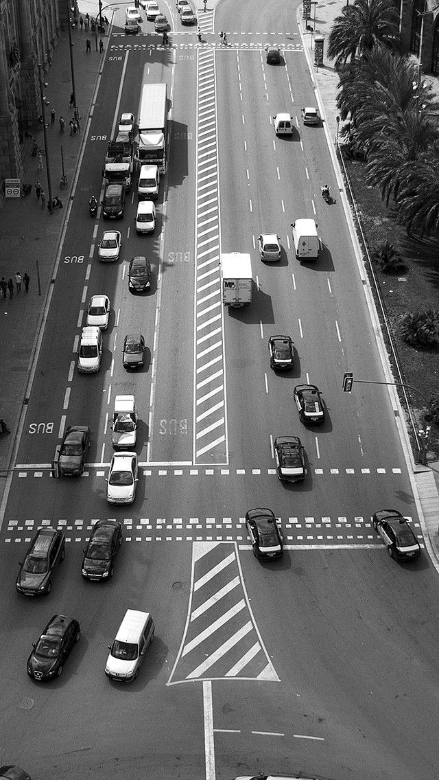 Barcelona traffic. Black and white photography iPhone wallpapers. Tap to see more Apple iPhone HD wallpapers. - @mobile9