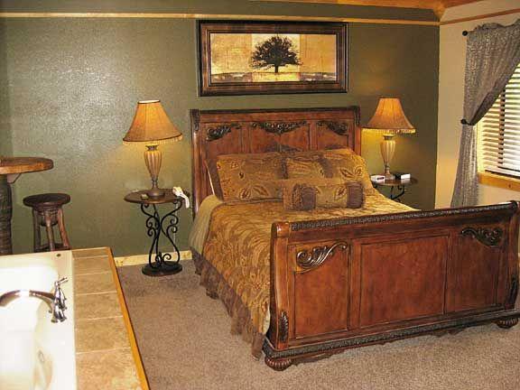 Romantic and Affordable Honeymoon Rooms in downtown Gatlinburg Motel at Baskins Creek Nestle Inn