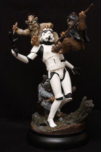 Sideshow-Star-Wars-Fall-of-the-Empire-Ewoks-vs-Stormtrooper-Statue-Diorama-New