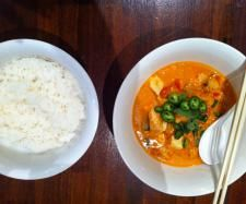Tomato & Coconut Chicken Curry   Ingredients :  1 large onion quartered   2-3 cloves garlic   2 cm piece of ginger   20 grams olive oil   1 tablespoon red curry paste   1 tablespoon tomato paste   750 grams chicken breasts, cubed   400 ml can coconut milk/cream   400 grams Fresh or Tinned Tomatoes   1 tablespoon brown sugar   2 tablespoon fish sauce   handful fresh coriander or basil leaves , chopped