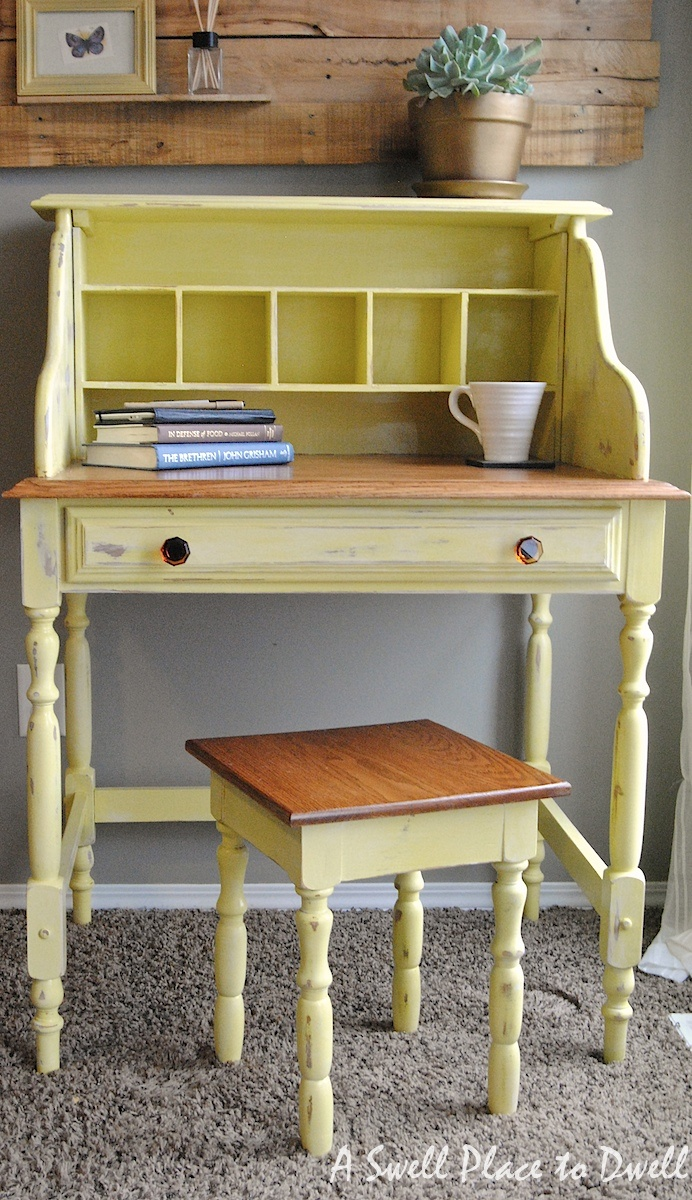 A Swell Place to Dwell: A Shabby Happy Desk