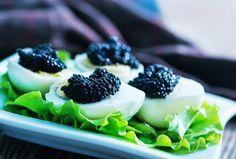 ¡Los huevos de codorniz rellenos con caviar son todo un manjar! #huevosdecodorniz #huevosrellenos #huevosdecodornizrellenos #huevosdecodornizconcaviar #entrantes #aperitivos #aperitivosfáciles