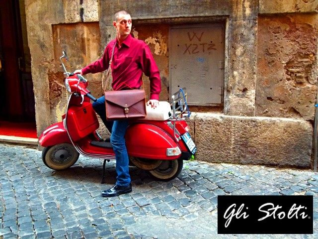 La linea Gli Stolti Uomo si basa sulla reinterpretazione del classico, dove la qualità della lavorazione e dei materiali dell'artigianato tradizionale viene caratterizzata da tocchi di colore e originalità. Scopri di più al seguente link: http://www.glistolti.com/gli-stolti-uomo/ Gli Stolti Original Design. Handmade in Italy. #moda #artigianato #madeinitaly #design #stile #roma #rome #shopping #fashion #handmade #style #uomo #modauomo