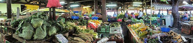 Petit marché de Saint-Denis   Flickr: partage de photos!