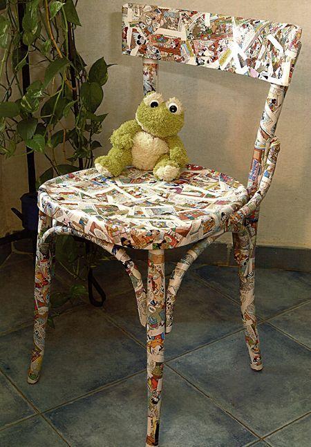 Ecco una bella idea per decorare una vecchia sedia ormai inutilizzata con l'arte del decoupage: abbiamo utilizzato ritagli di fumetti e abbiamo ricoperto l'intera superficie, dopodiché abbiamo isolato il tutto con della vernice protettiva.