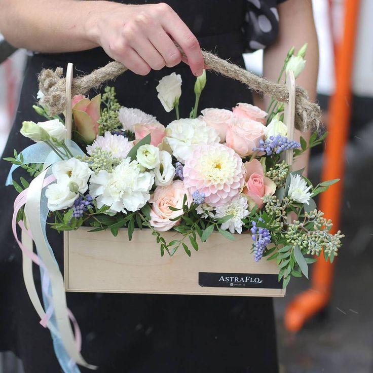 Не знаете, чем удивить? Считаете, что цветы - лучший подарок, но стандартные букеты поднадоели?  Подарите цветы в оригинальном ящичке!  Соберем любую композицию по вашему желанию  ✔2600 со скидкой подписчика 7%
