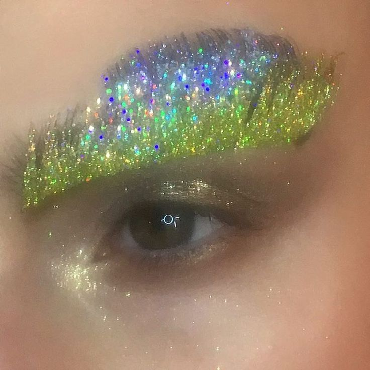 Incredible make up at #GuoPei designed by @debbie_f_makeup. It was a religious experience, literally. .... .. #maccosmetics#mac#myartistcommunity#myartistcommunity_uk#makeup#makeupartist#macaddict#makeupjunkie#beauty#beautyblogger#new#makeuptrend#sminkes#kosmetika#maquillage#maquillaje#macseniorartist#mua#maccosmeticsuk @maccosmetics @maccosmeticsuk #pariscouture