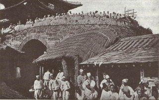 Koreans watching Japanese troops enter Pyongyang - 1904