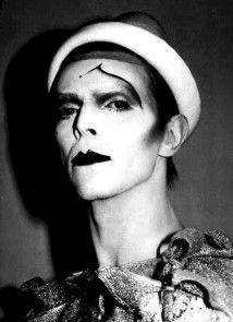 Il guardaroba di Pierrot. Un circo immaginario, un giro in metropolitana. Buskers memoir n.10