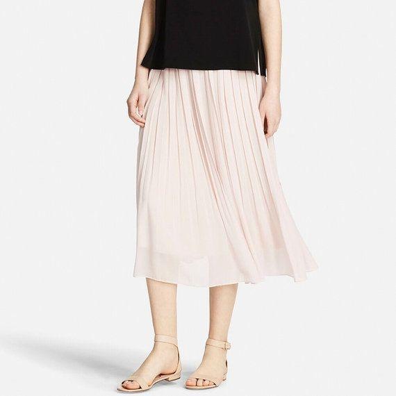 【ユニクロオンラインストア|WOMEN(レディース)】スカート・スカンツの特集ページ。カジュアルなものからきれいめスタイルのものまで豊富な種類を取り揃えています。|WOMEN(レディース)ファッションならユニクロ公式通販サイト