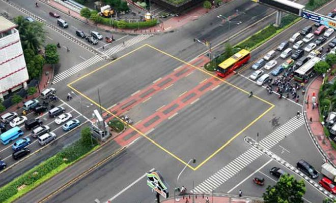 Efektifkan Fungsi Lampu Merah, Polri Rilis Yellow Box Junction | BINTOM