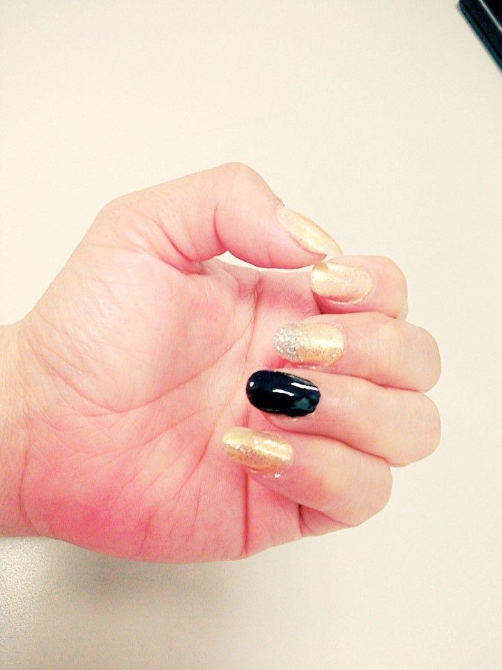 Uñas dorado, negro, dorado, glitter plateado