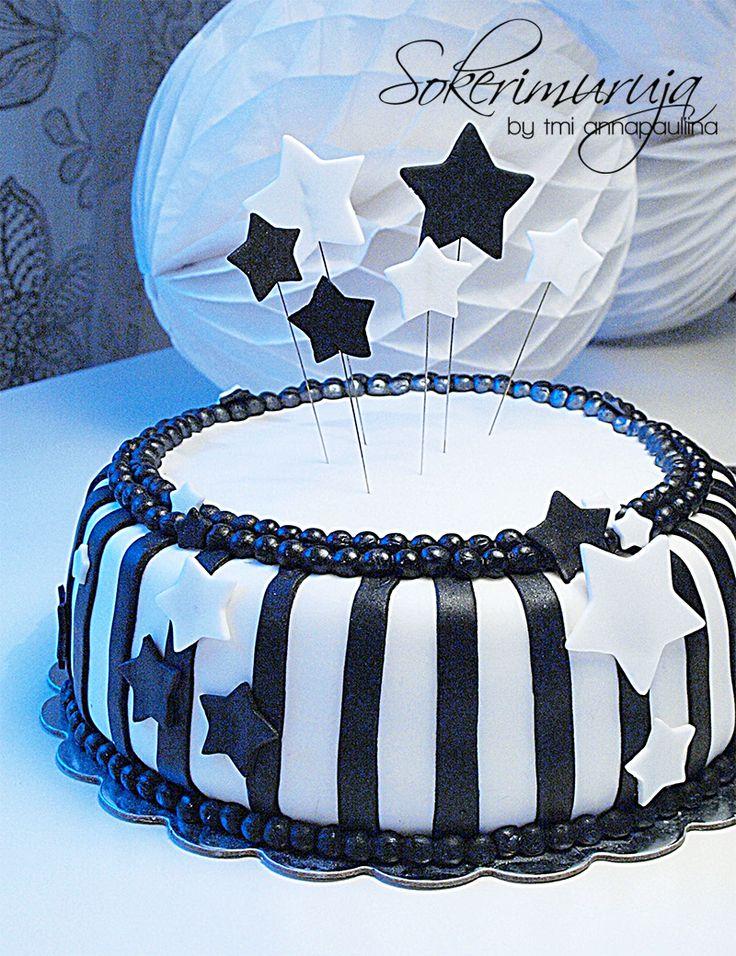 Sokerimuruja : Samu, sinä olet tähti! Onnea 2-vuotiaalle! Mustavalkea tähtikakku syntymäpäiväjuhliin.   Black-and-white Stars -cake for a party!