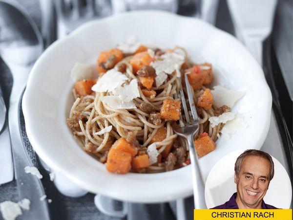 Spaghetti mit Kürbis und Walnusspesto – ein Gedicht! | http://eatsmarter.de/blogs/christian-rach/spaghetti-kuerbis
