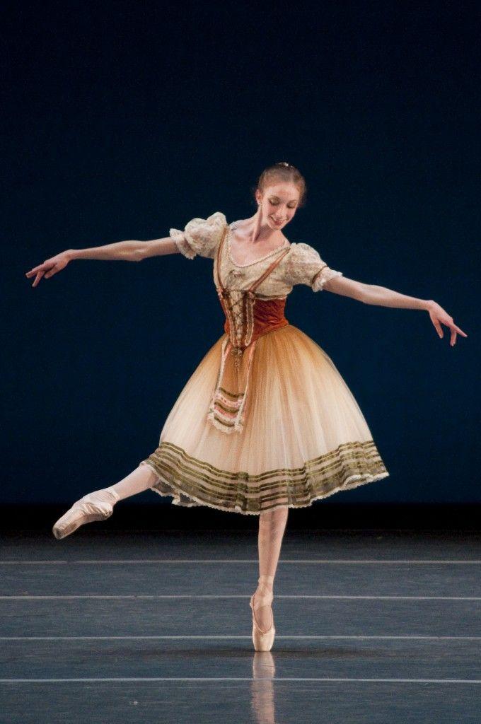 Rachel Cossar, Corps de Ballet, Boston Ballet.  Photograph : Liza Voll