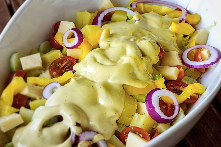 Μια ελαφριά πατατοσαλάτα που μπορεί κάλλιστα να γίνει και γεύμα.