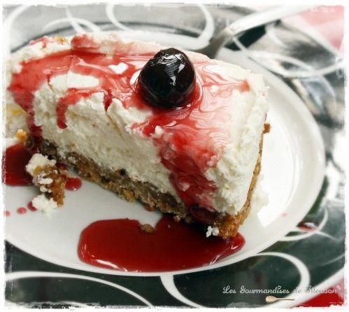 Je cherche depuis longtemps une recette de cheesecake sans cuisson... Je suis fan de mes recettes (oui oui je me lance des fleurs, mais je suis sure que vous les aimez aussi avouez ahahahah), mais en été, une heure de cuisson pour un gâteau c'est pas...