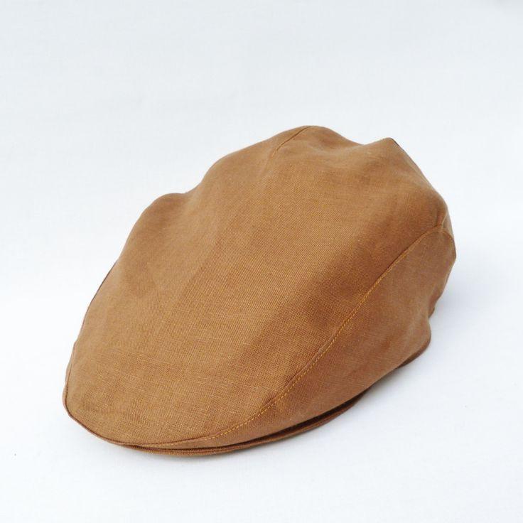 Enkel kakao-brun sixpence/cap, udført i irsk lærredstof, med matchende inderfor med avis-motiv. Et must for din indre gentleman.
