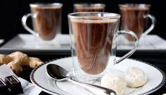 Během chladných podzimních a zimních večerů není nic lepšího, než se pohodlně usadit v teplých bačkůrkách před krb nebo televizor a příjemně relaxovat a popíjet přitom horkou čokoládu.