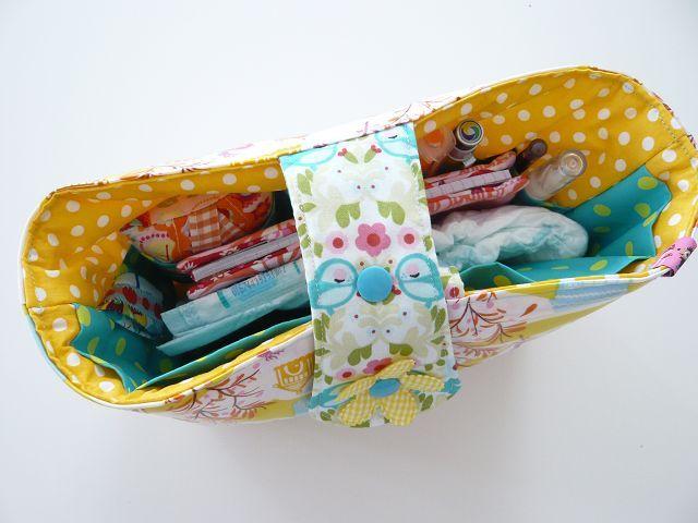 Tasche in Tasche - für die unendlichen Weiten der Handtasche! Das muss ich auch mal machen:))
