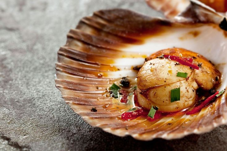 Scallops in the shell with Asian dressing