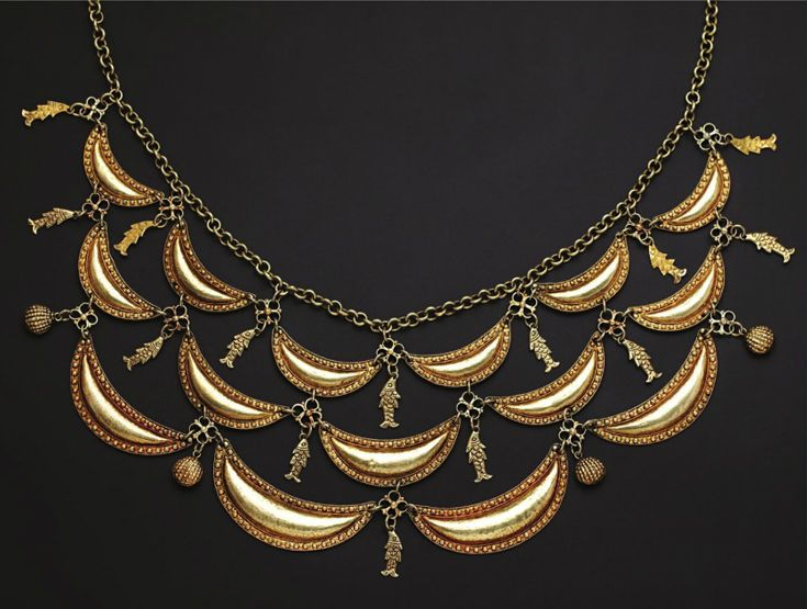 Indonesia ~ South Sulawesi ~ Bugis | Necklace with Crescents and Fish; gold | 19th century ||| Source; http://issuu.com/edmbooks/docs/preview_gold_jewellery