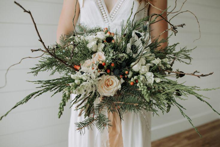 Cream and peach bridal bouquet | winter wedding flowers | woodsy wedding flowers | boho rustic bridal bouquet