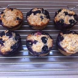 No Flour, No Sugar Blueberry Oatmeal Muffins on BigOven: This is a delicious alternative muffin recipe for those on a low gi, low carb, diet or have a gluten or wheat intolerance. #foods