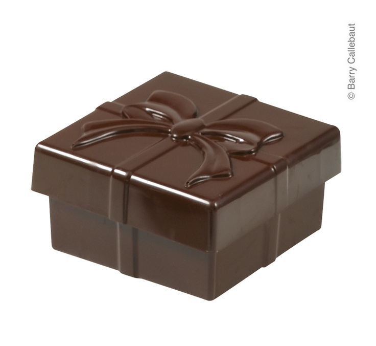 We have a full range of Sweet Boxes including this Bonbonniere Cadeau. The full range is here http://www.cacao-barry.com/uken/305