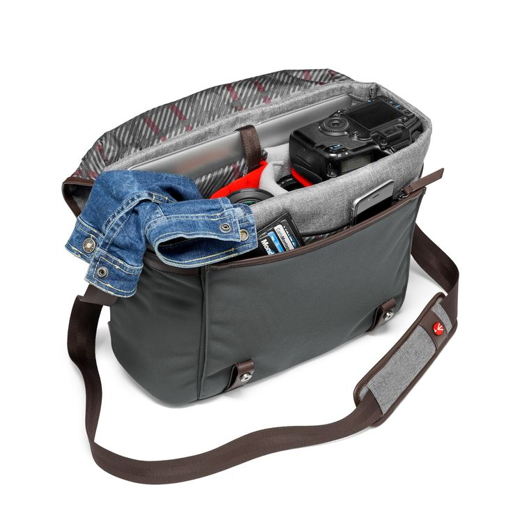 Manfrotto Windsor Messenger M. Technical needs in impeccable style. http://bit.ly/2dPcco9.