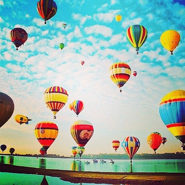 .@Vogue Brasil | Sexta-feira: o céu é o limite. Bom dia! (#regram de @francasozzani1 para cliq...