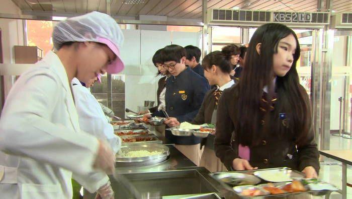 """""""전교 20등까지 먼저 먹어라"""" 급식도 성적순으로 먹인 학교 #korea"""