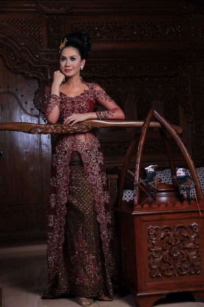 Maroon kebaya. Angel Paris Bridal - Collection