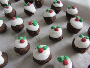 Cute. Christmas truffle puddings www.howtocookgoodfood.co.uk #christmas #pudding #truffles #chocolate