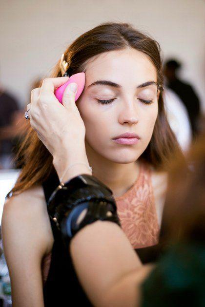 Μάθετε τη μεγάλη τάση στο μακιγιάζ που χαρίζει αψεγάδιαστη επιδερμίδα | ομορφια , μακιγιάζ , news & trends | ELLE