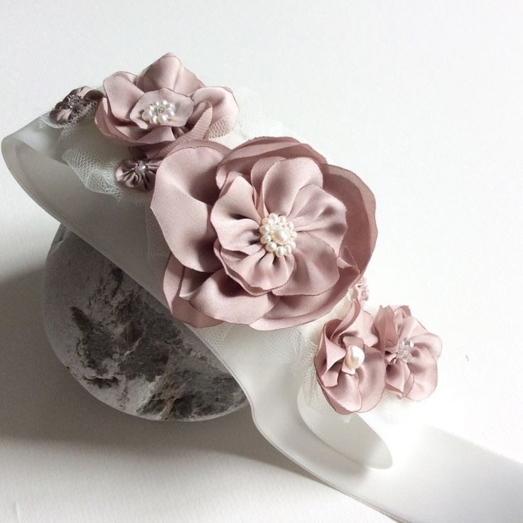 Bridal sash with dusty pink flowers and freshwater pearls, modern wedding - by Blue Lily Magnolia, bridal or bridesmaid sash by BlueLilyMagnolia on Etsy https://www.etsy.com/uk/listing/518932551/bridal-sash-with-dusty-pink-flowers-and