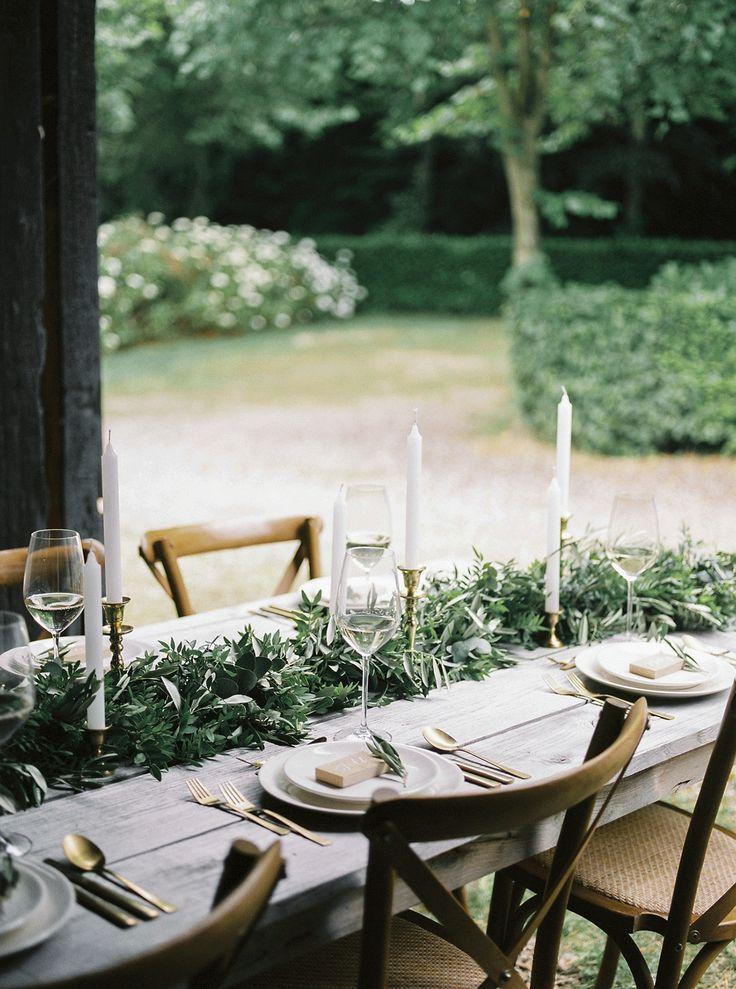 Romantisch trouwen in een boerderij in Nederland, dat gaat wel lukken met deze prachtige tafelsetting. Foto: Bianca Rijkenbarg