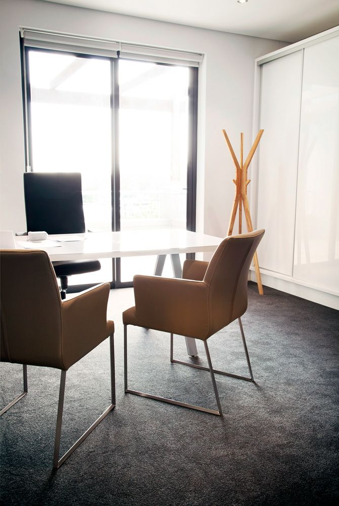 Executive Office by Greencherry Interiors http://greencherrylife.com/
