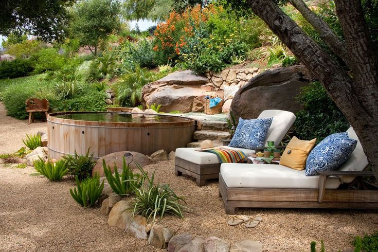 25 ideas de dise os r sticos para decorar tu patio vida - Fotos de jardines decorados ...
