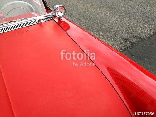 Knallrote Motorhaube und Kotflügel mit Suchscheinwerfer eines Opel Rekord P1 Oldtimer der Fünfziger Jahre beim Oldtimertreffen in Wettenberg Krofdorf-Gleiberg in Hessen