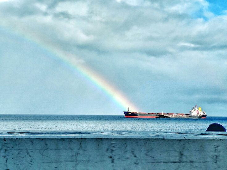 ¿No contaban que al final del arco iris había un caldero de monedas de oro? Voy a por el traje de neopreno, que puede que el agua esté fría.  Buenas tardes, pervers@.